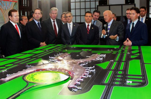 Enrique Peña Nieto, Norman Foster, and Fernando Romero, with a model of the new Mexico City international airport.
