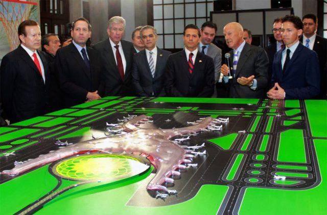Enrique Peña Nieto, Norman Foster, and Fernando Romero, with a model of the new Mexico City international airport.