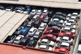 Los estacionamientos fomentan el uso del automóvil y por ende el tráfico en la ciudad.